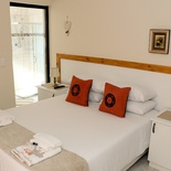 Anchorage Guest House - Standard Double Room 3, Queen Bed, Linen, Decor.